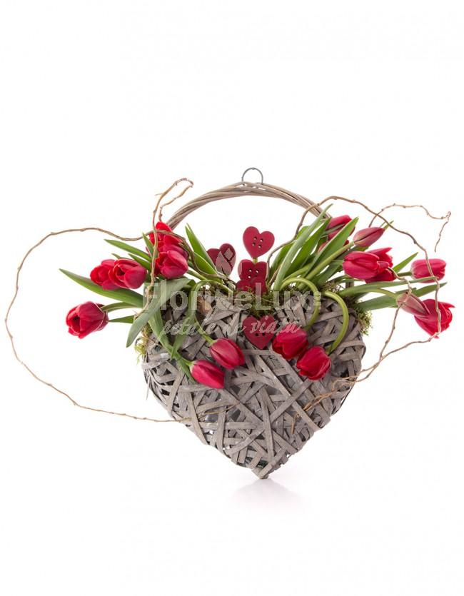 cosuri cu flori 8 martie lalele rosii