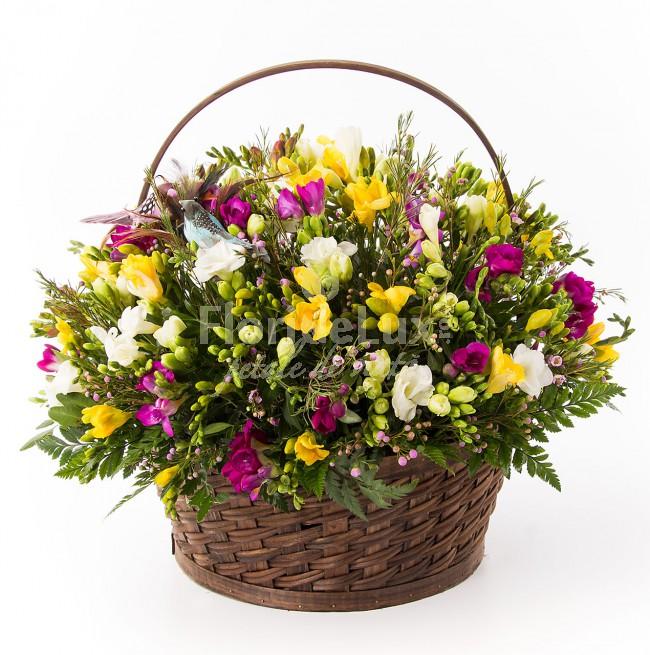 buchete ziua mamei cos cu flori