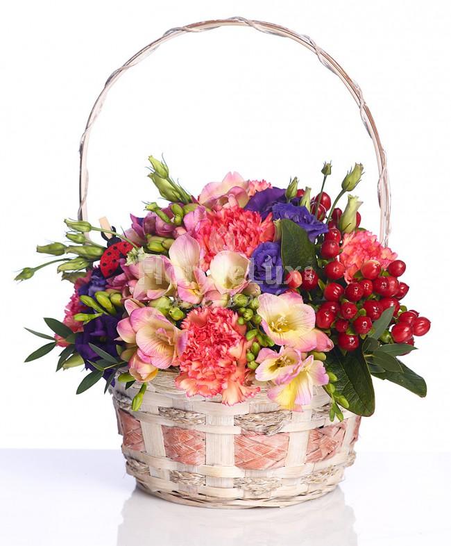 flori de 8 martie cos colorat