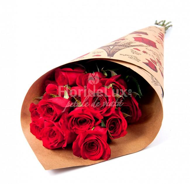 flori de 8 martie trandafiri rosii