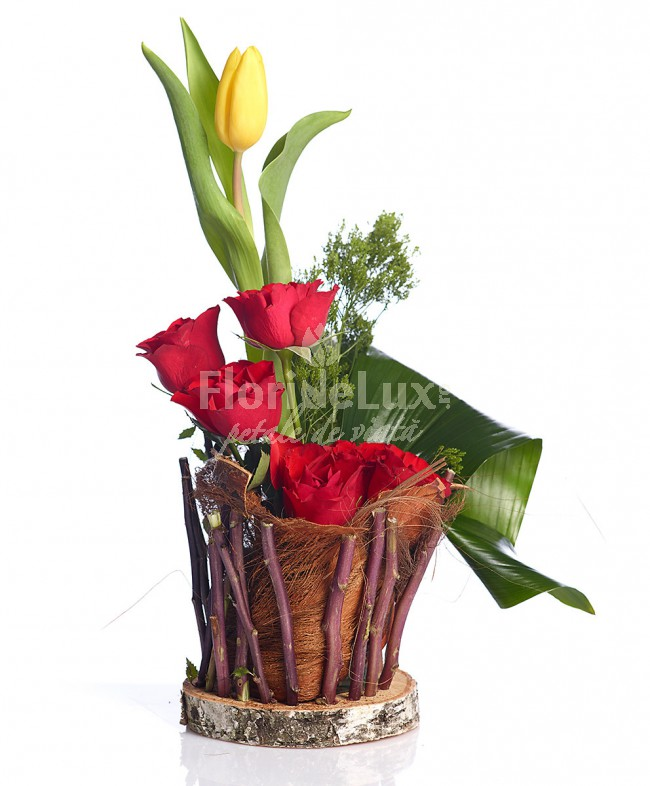 flori de 8 martie trandafiri