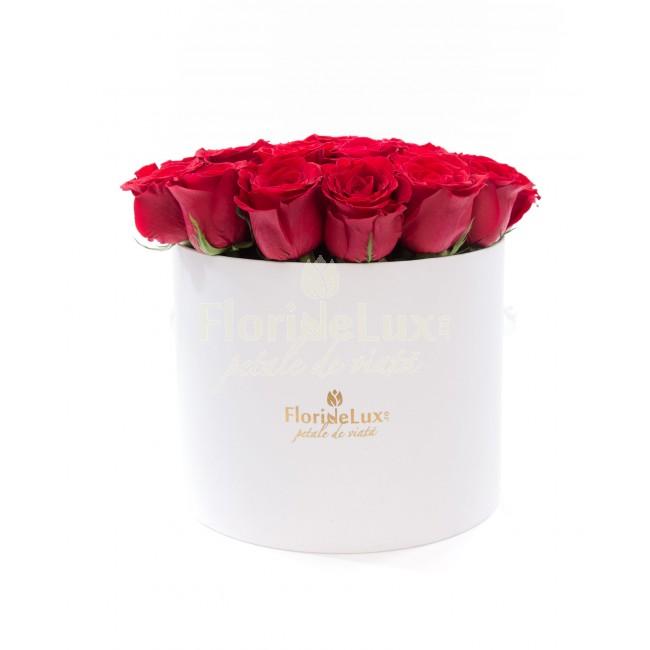 cutie cu flori 8 martie romantic