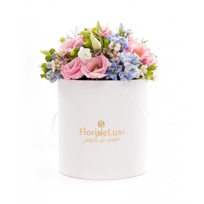 cutie cu flori 8 martie vesel
