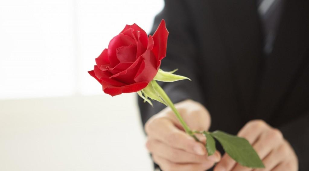 101 trandafiri 8 martie