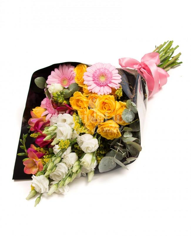 8 martie flori - buchet colorat
