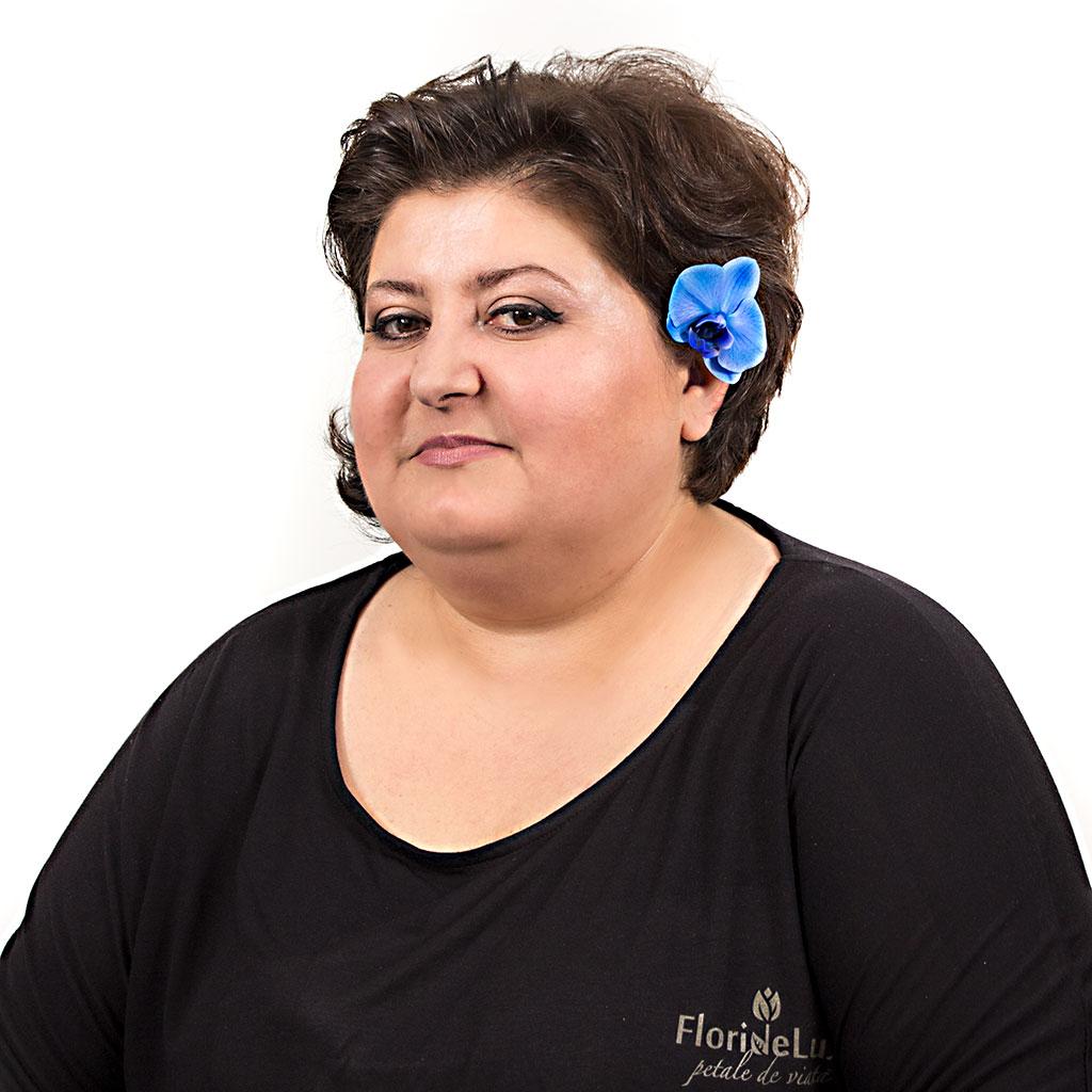 Any Chira, top florist FlorideLux si sef atelier, va recomanda cele mai potrivite flori de 8 martie -> Flori potrivite de 8 martie, cele mai bune sfaturi de la specialisti!