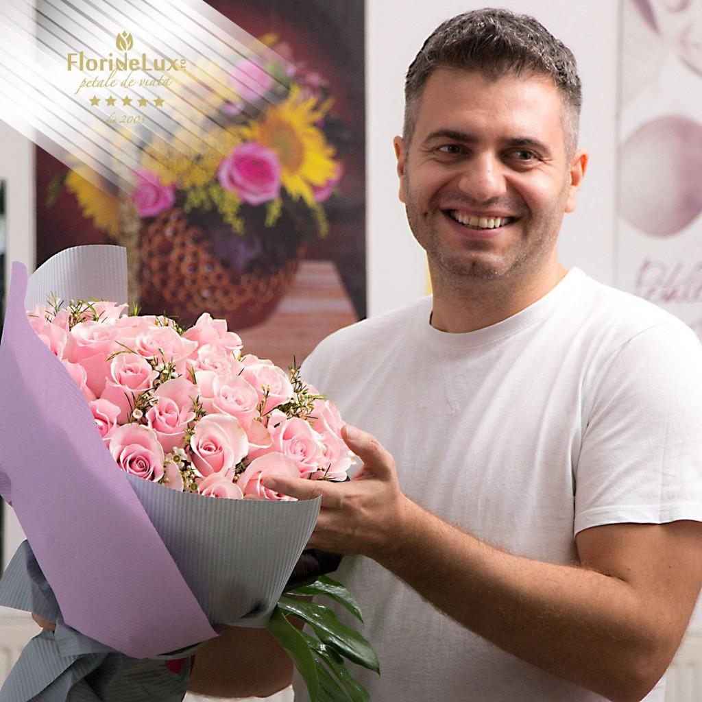 Ce flori se ofera de 8 martie? se intreaba barbatii... Lasati frau liber imaginatiei si cumparati flori de 8 martie din inima!