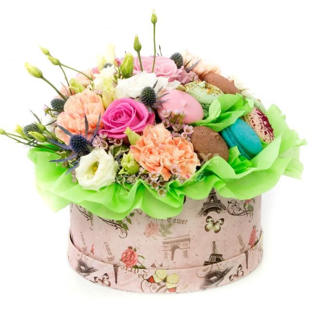 cutie-cu-flori-si-macaroons